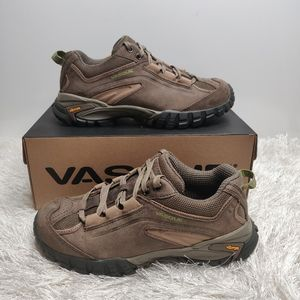 Vasque waterproof hiking shoes sz 7.5 NEW